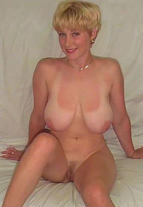 blondine-nackt-sucht-ficker